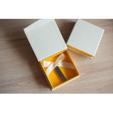 Коробка для флешки картонная желтая
