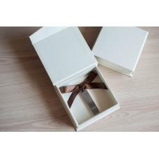 Коробка для флешки картонная бежевая